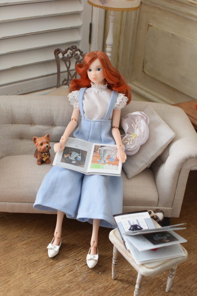 【DOLL OUTFLT STYLE】〜うっとりするほどかわいいドール服のレシピ〜よりLace Stand-up Collar Blouse&Frill Salopette pants